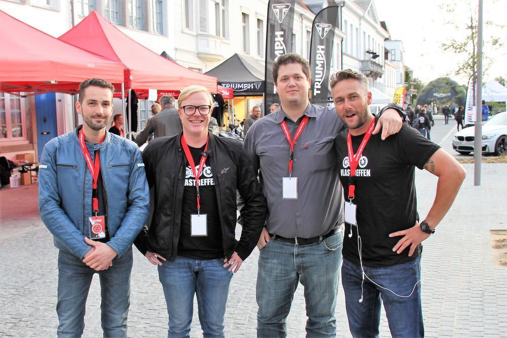 Kevin, Bruno, Maarten, Jo van het bestuur van Vlastreffen.