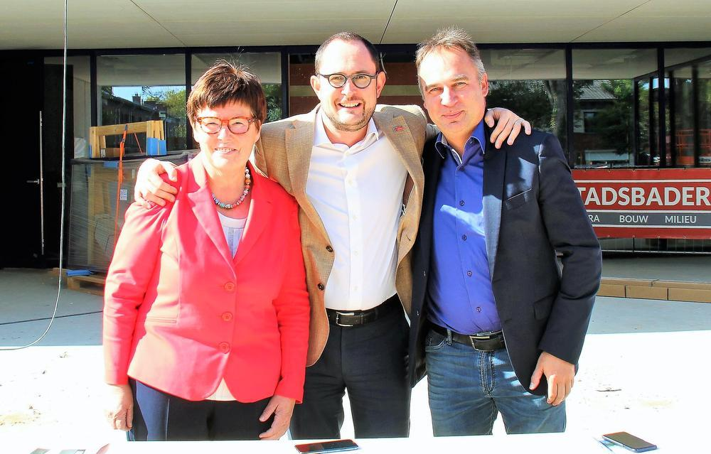 Burgemeesters Carine Dewaele, Vincent Van Quickenborne en Francis Benoit.