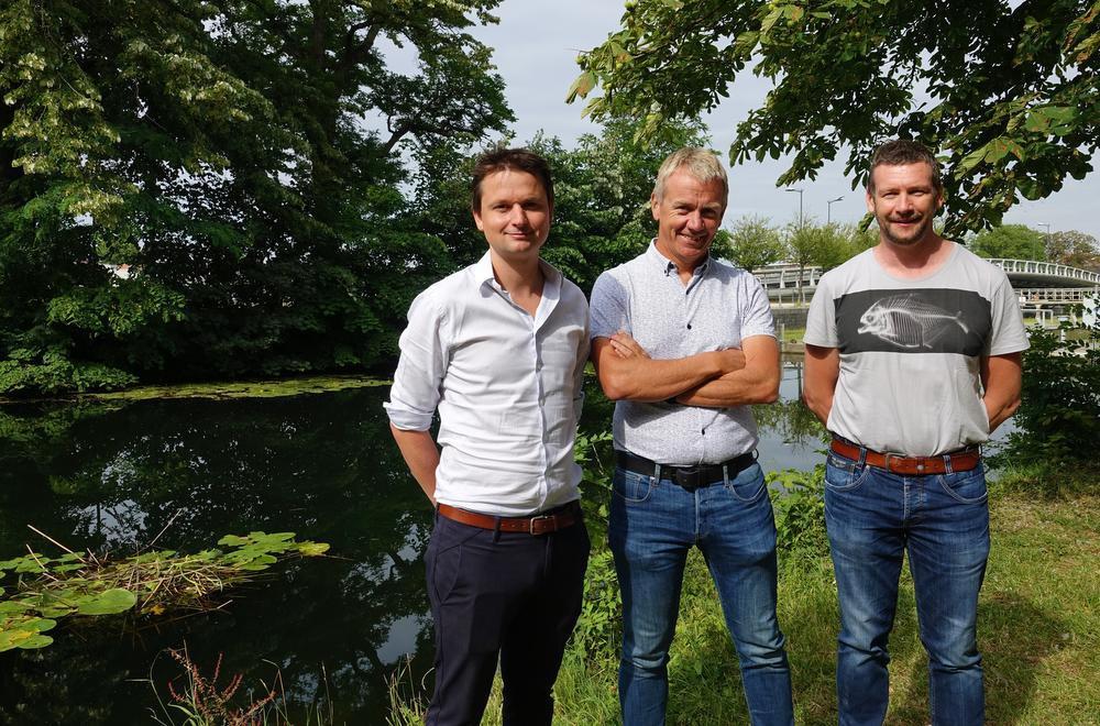 Schepen Arne Vandendriessche, Filip Rigole en Jean-Luc Piens bij de zone die zal worden afgebakend.