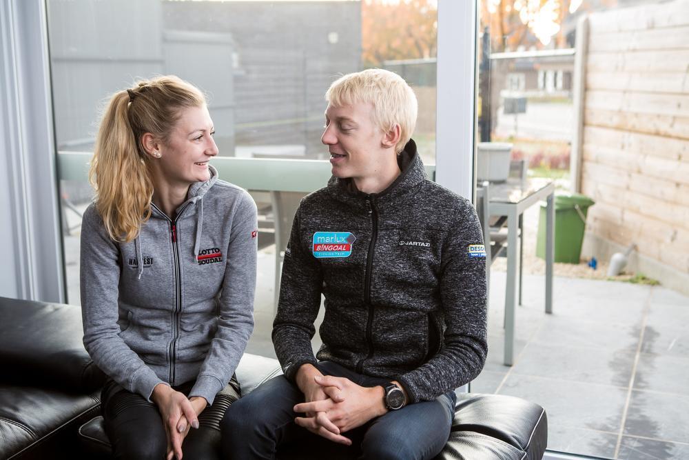 Michael Vanthourenhout en zijn vriendin Kelly Van den Steen. (Foto Davy Coghe)