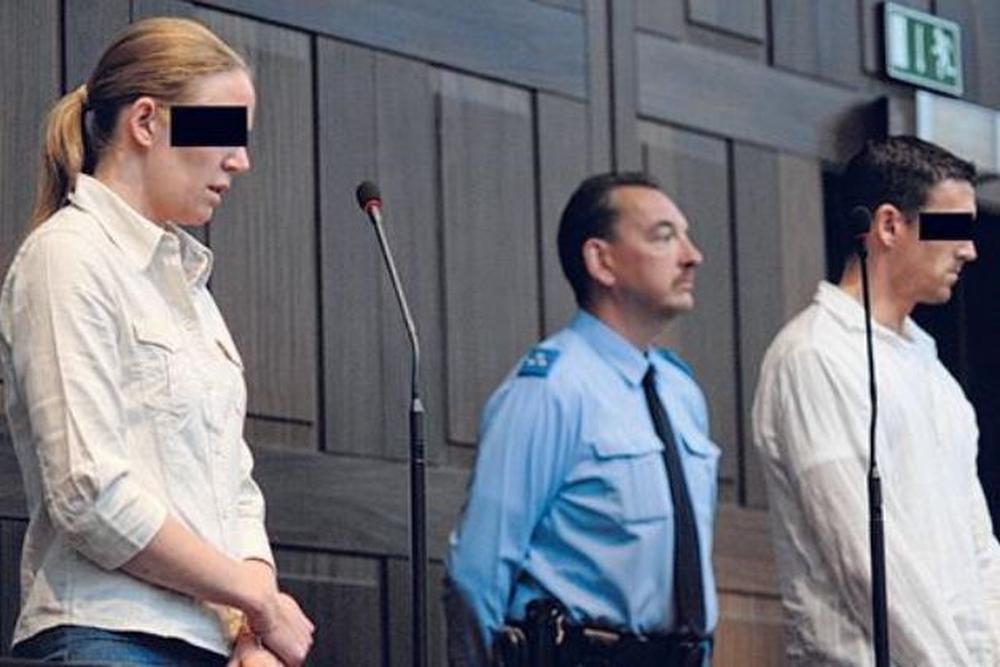 De vader van Sietske en zijn minnares op het proces.