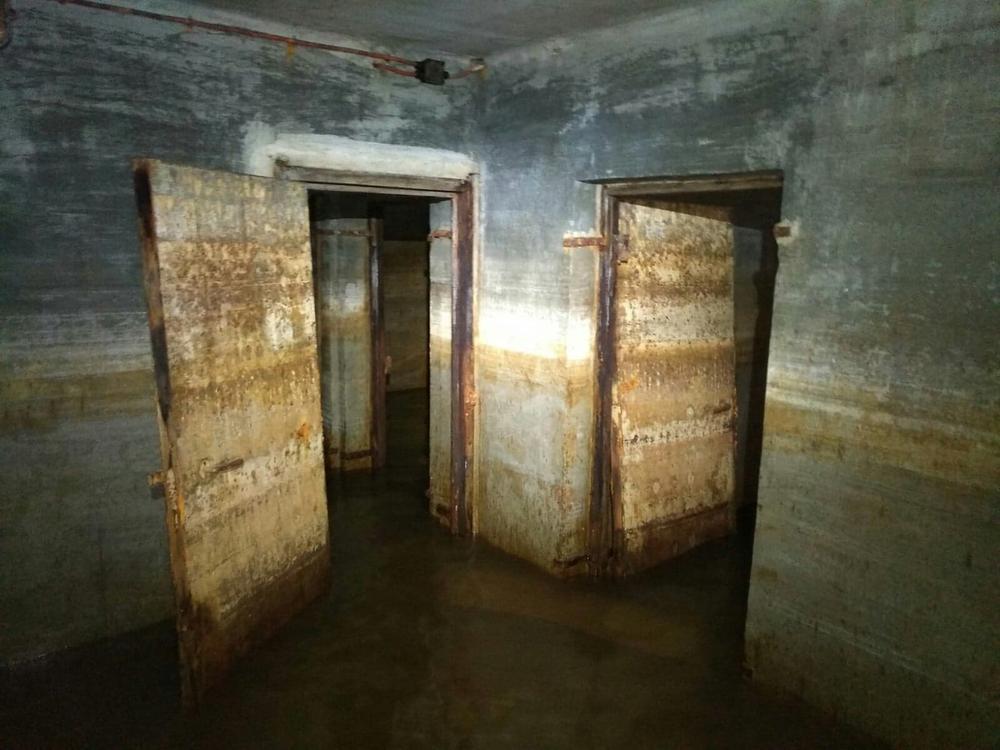 In de tunnel ontdekt Christophe een aaneenschakeling van kamers.