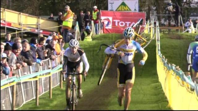 Michael Vanthourenhout is Europees kampioen cyclocross bij de beloften, Gianni Vermeersch is derde