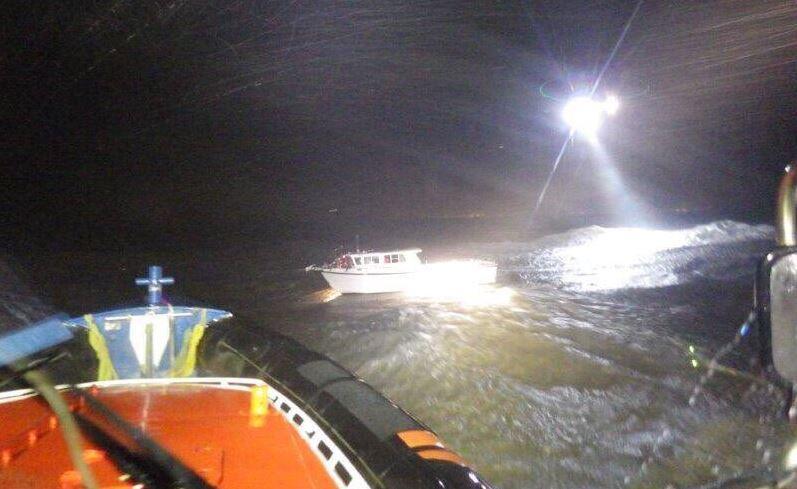 Vier opvarenden van stuurloos vissersbootje gered voor kust van Knokke-Heist