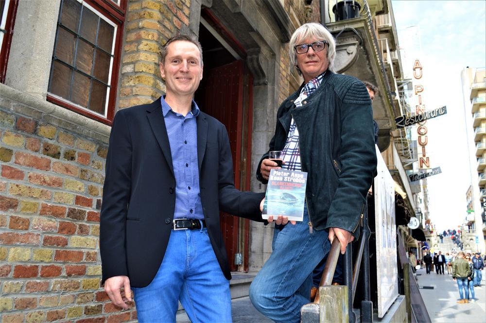 De Aspe Award kan je literaire carrière lanceren, dat weet ook Koen Strobbe. De laureaat van de eerste editie zag met 'Kruis en munt' niet alleen zijn debuut gepubliceerd worden, maar schreef samen met Pieter Aspe zelf ook het boek 'Blankenberge Blues'.
