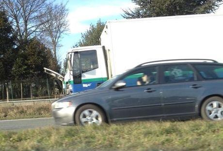 File op Rijksweg na ongeval met vrachtwagen Eandis in Roeselare