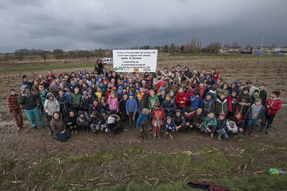 Eerste 1.500 bomen van speelbos aangeplant in Poperinge