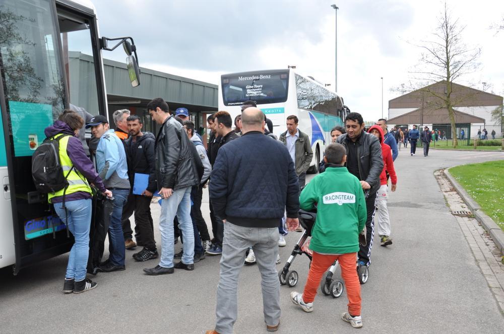 De bewoners werden in de namiddag met bussen terug naar het centrum gebracht.