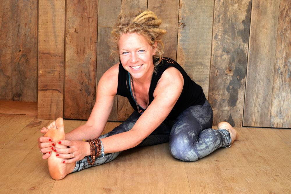 Charlotte Declercq uit Voormezele werkt mee aan de internationale Yoga Dag in Ieper, op 21 juni. Lees er meer over in Het Wekelijks Nieuws Ieper-Poperinge.