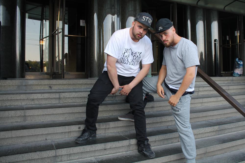 Gauthier Deleersnijder en Dylan Sanders willen zich volledig smijten in hun presentatie van het Zandrock Festival dit jaar. De Hiphoppers verwierven eerder al heel wat bekendheid met hun creatieve en eigenzinnige clips en nummers. Meer in De Zeewacht Oostende.