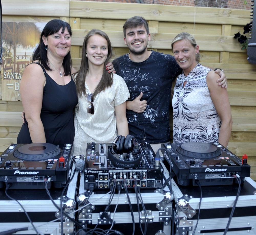 Een leuk kiekje : Robert, samen met Christine Maes, Laura Buyse en Nathalie Mattan.