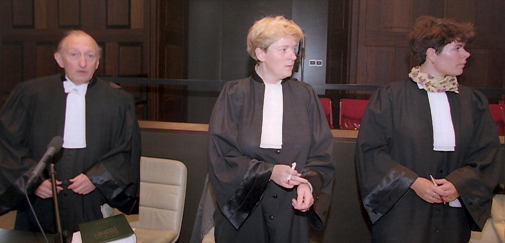 Meesters Joseph Van den Broecke, Kathleen Segers en Annick Declerck namen de burgerlijke partijen waar.