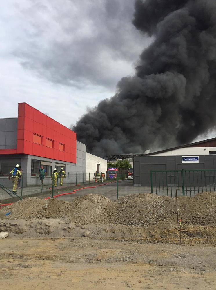 Zware uitslaande brand bij Flocart in Gullegem is accidenteel ontstaan