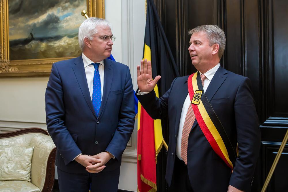 Eedaflegging bij gouverneur Carl Decaluwé van burgemeester Jan de Keyser.