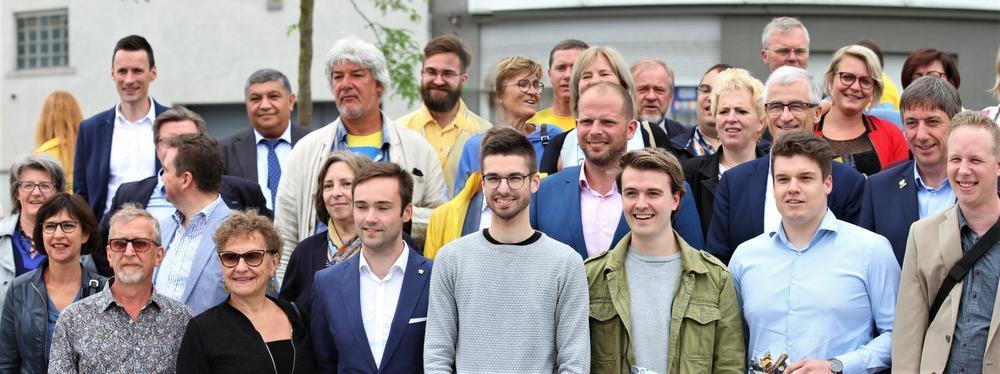 Bourgeois, Francken en Jambon met de N-VA-bus naar Kortrijk