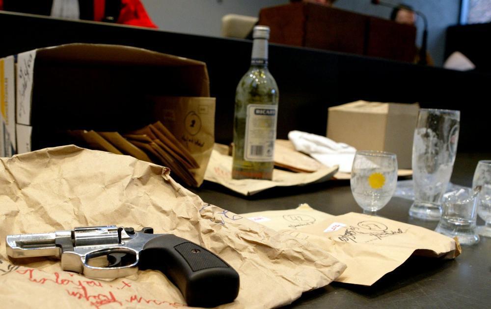 De dader sneed met een kapot bierglas het slachtoffer de keel over.