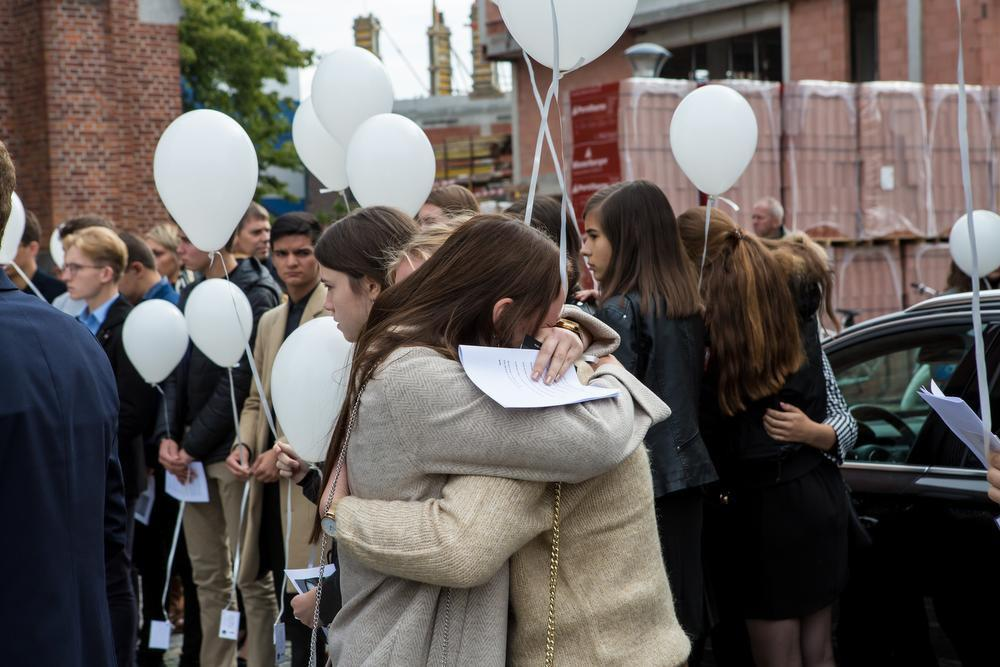 Bomvolle kerk neemt afscheid van Charlotte Gysel (18)
