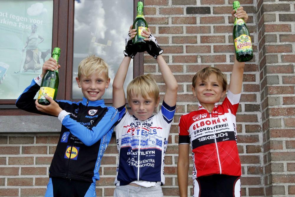 Auke De Buysser geeft jongens het nakijken in Handzame