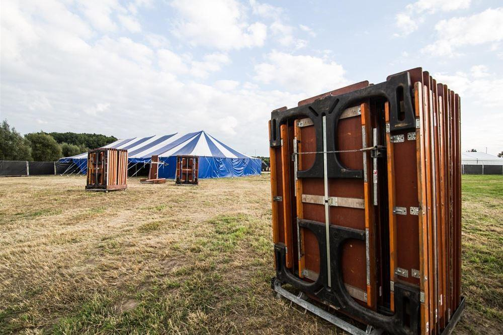 We zien voor ons de Bolonaise tent, smullen geblazen!