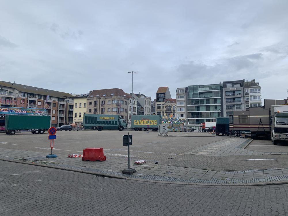 Maandagmorgen reden de eerste vrachtwagens de marktpleinen in Oostende op.