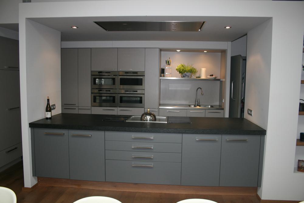 De goed uitgeruste keuken werd volledig op maat gemaakt.
