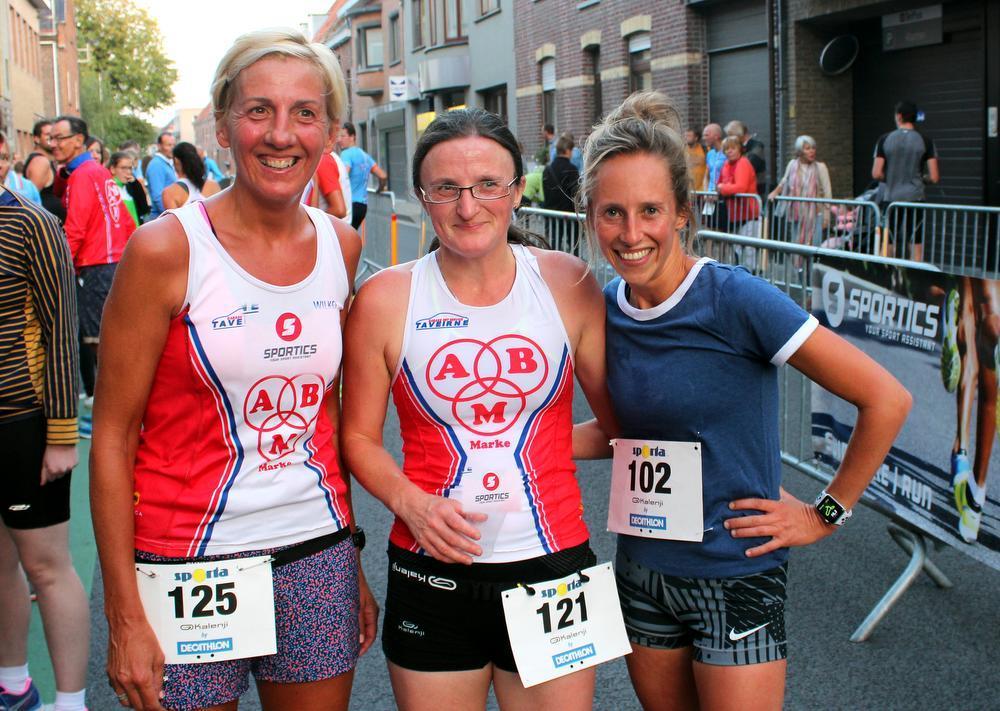 Leentje Deconinck won de 10 km wedstrijd bij de dames. De Aalbeekse liet haar clubgbote Isabel Vermeulen en Anne Deslee vlotjes achter zich.