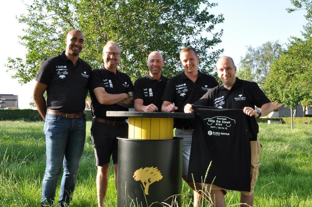 We herkennen v.l.n.r. Pascal Tyberghien, Emmanuel Notterdaeme, Miguel Landuyt, Sam Retsin en Dieter Opsomer.