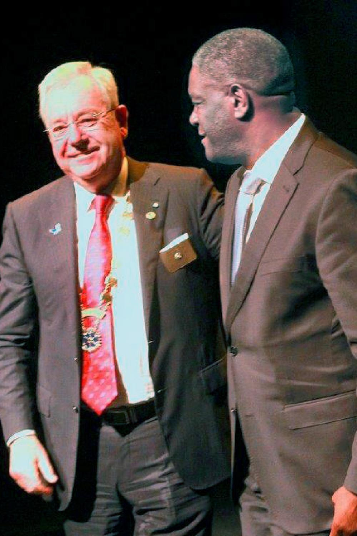Johan De Leeuw met Nobelprijswinnaar dokter Mukwege.