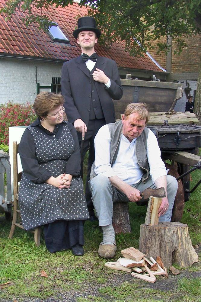 't Fonteintje speelde in 2002 'Het Gezin Van Paemel'. Op de foto van toen Norbert De Cuyper met zoon Geert en dochter Greet.