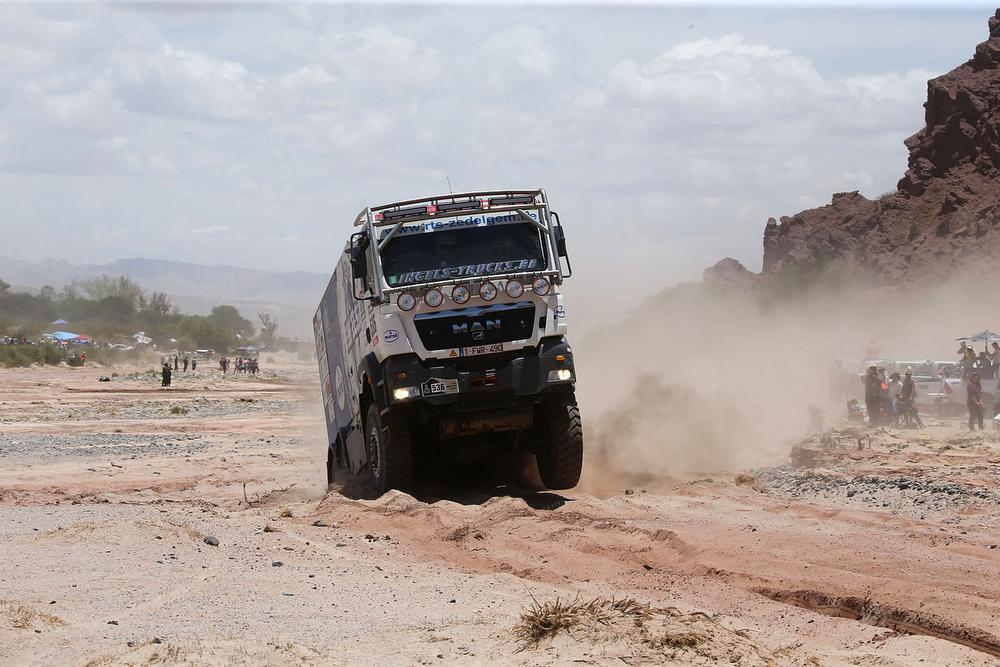 Truck van rijder uit Ingelmunster kampt met ophangingsproblemen in Dakarrally