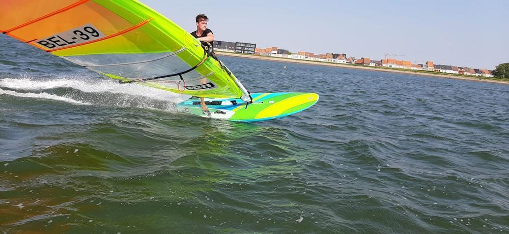 18-jarige Bredenaar als enige Belg op WK windsurfen