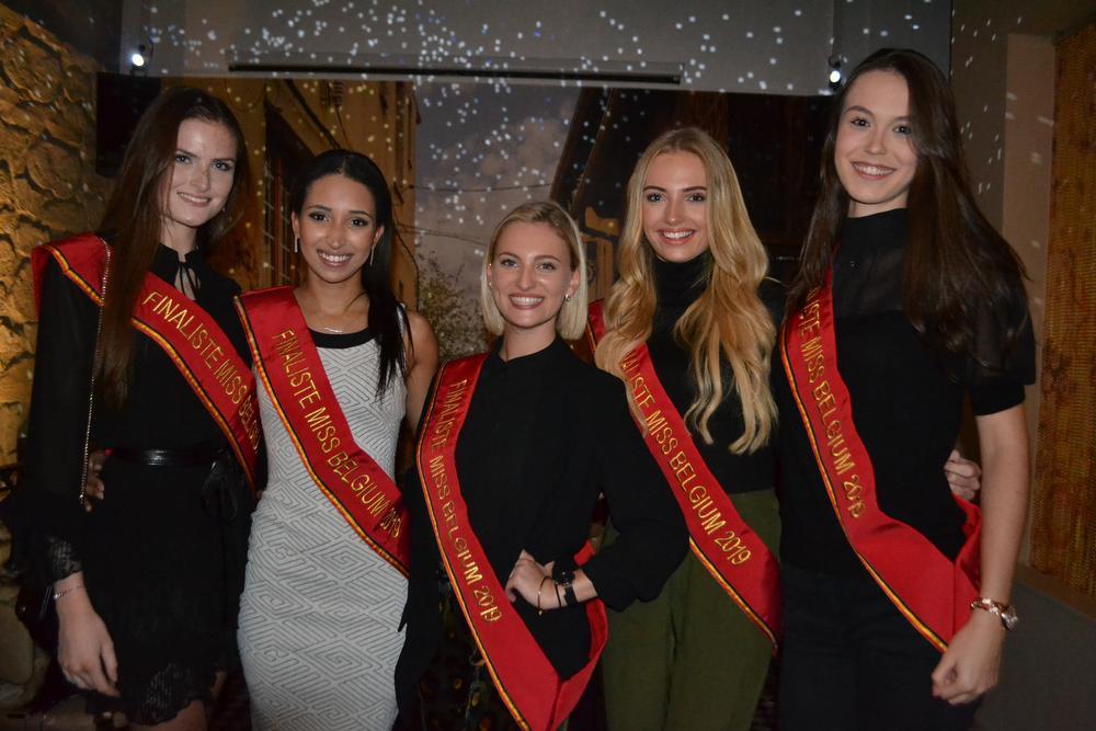 MB-kandidates Josephine-Charlotte Lecluyse, Meryam Chekrad, Manon Vandemaele, Michelle Vermeersch en Emily Van Eeckhoutte werden met open armen opvangen op de EOTS-avond.