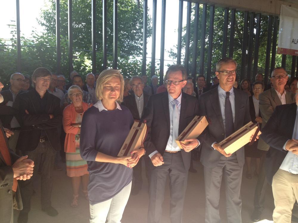 Minister Crevits legt eerste steen van nieuw onderwijsgebouw in Roeselare
