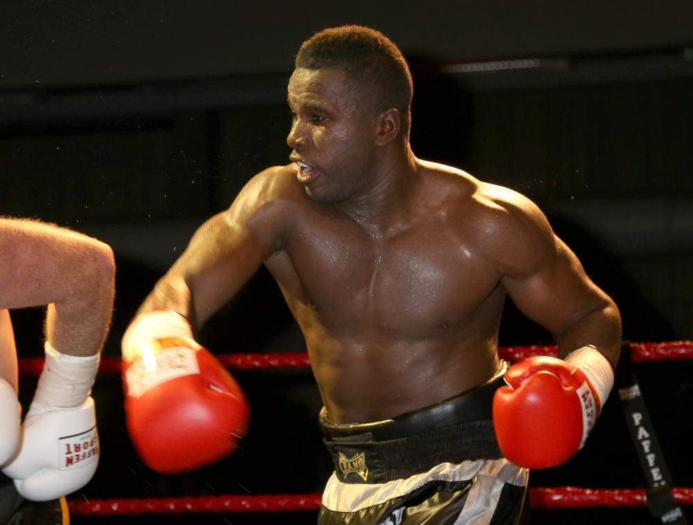 Yves Ngabu traint in Sheffield voor titelkamp in Roeselare