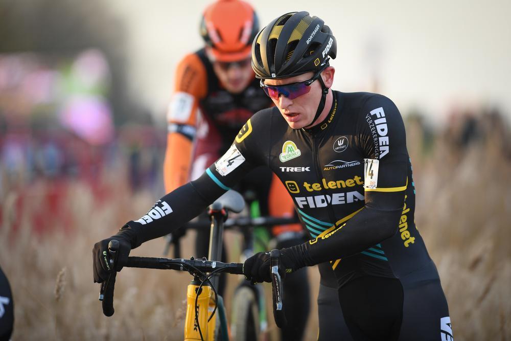 Mathieu van der Poel snelt in Scheldecross naar 14e seizoenszege