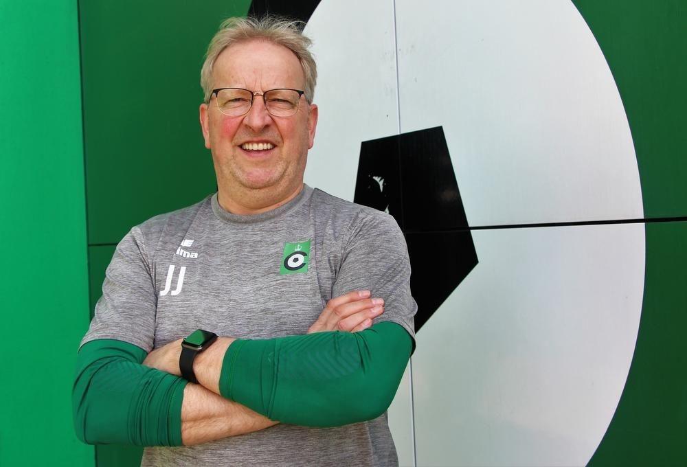 Assistent-trainer José Jeunechamps fungeert in de resterende vier wedstrijden in play-off 2 als hoofdtrainer.
