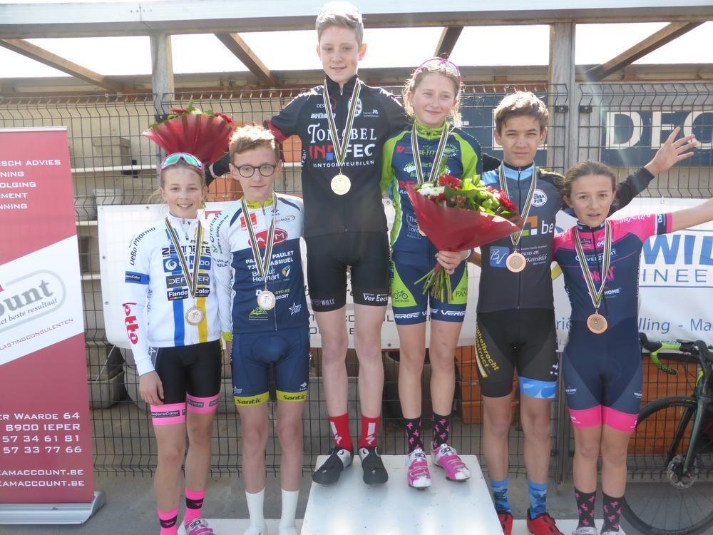 Bij de 13-jarigen was bij de meisjes Laerke Expeels de snelste, voor Nanoi van Wettere en Léonie Santraine. Bij de jongens waren de bloemen voor Xander Scheldeman, Celian Deweerd werd tweede, Matthé De Leyn derde.