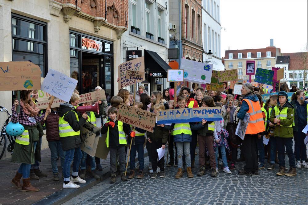 Brugse basisscholen op straat voor het klimaat
