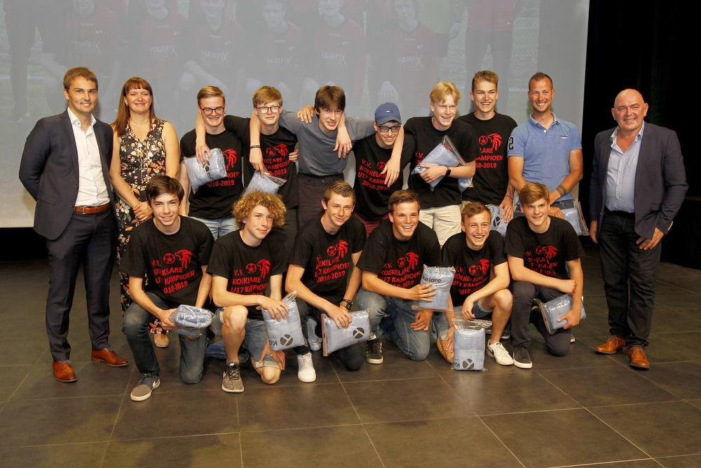 De spelers U17 van VV Koekelare speelden kampioen na een spannende titelstrijd.