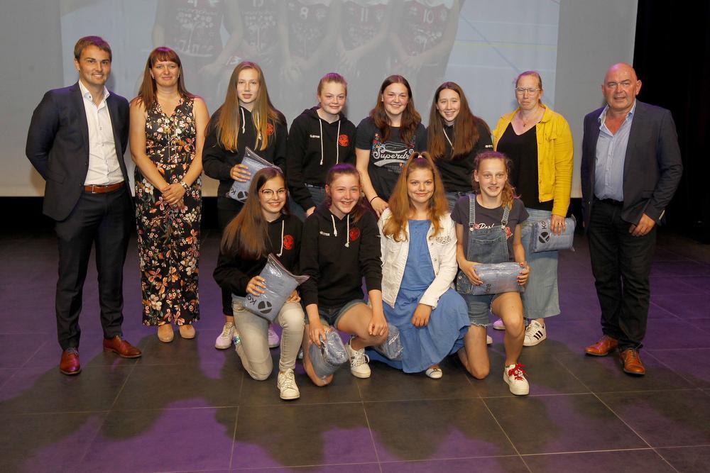 De U14 meisjes basketbal speelden ook kampioen.