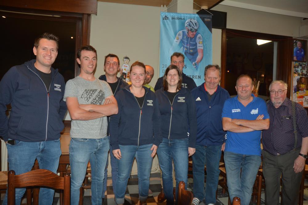 Het bestuur van supportersclub Forza Lampaert.