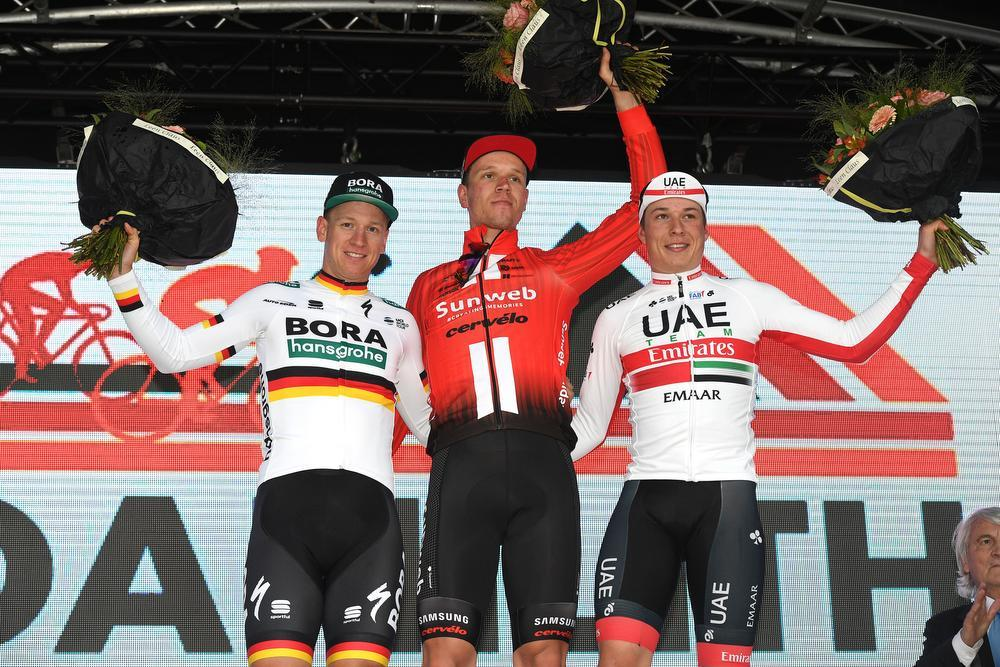 Cees Bol sprint het snelst na tumultueuze Nokere Koerse, Jens Debusschere negende