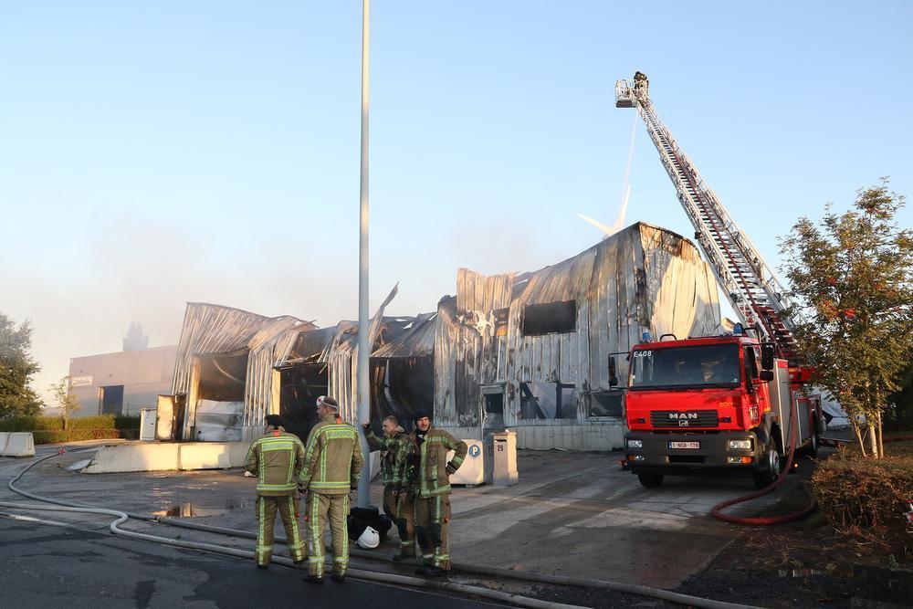 Wafelfabriek Dimabel in Ieper volledig verwoest door uitslaande brand