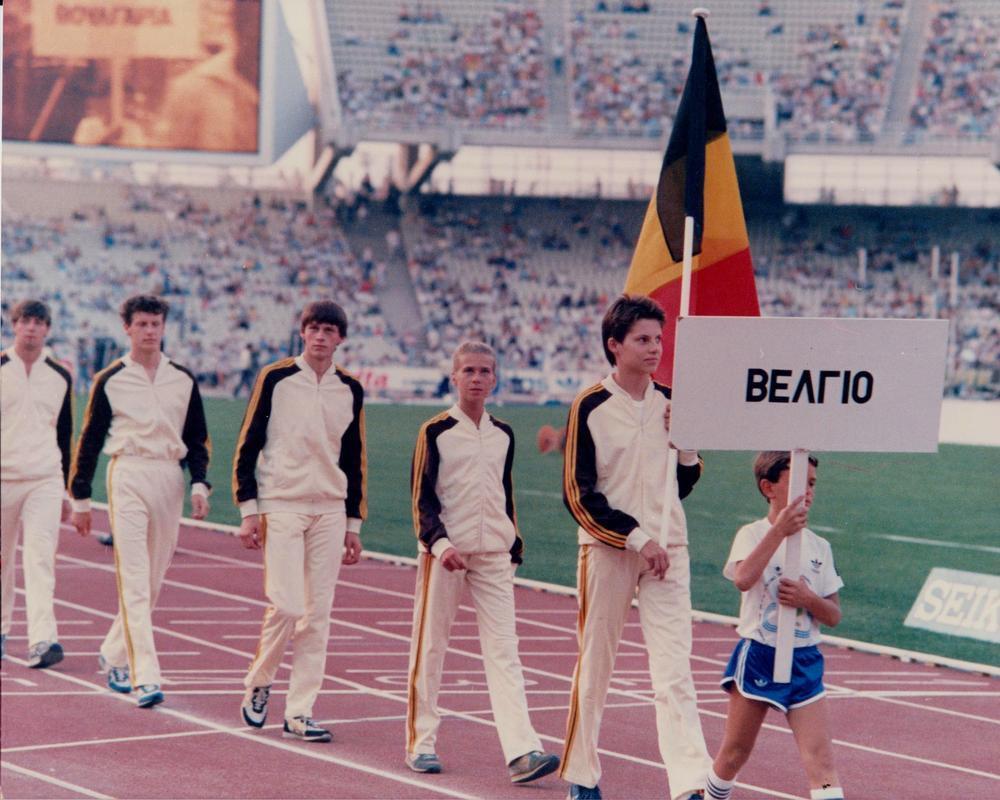 Pascal Meirlaen (centraal) op het WK 1986. Voor hem stappen Marleen Renders en AZW'er Sabine Desmet, die tiende werd in het snelwandelen. (gf)