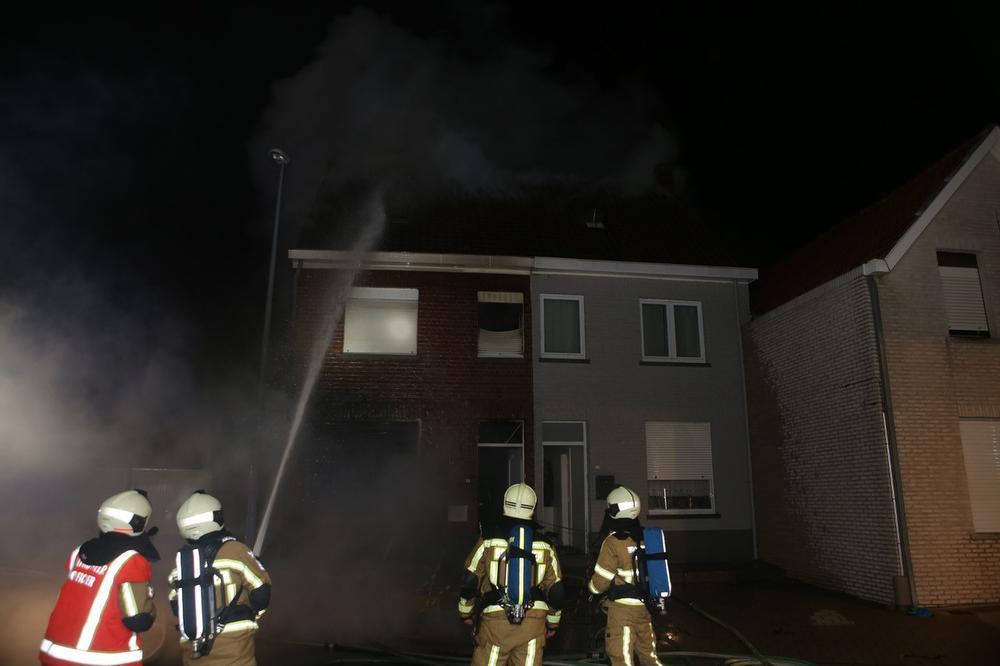 Zware brand legt rijwoning in de as in Beveren-Leie