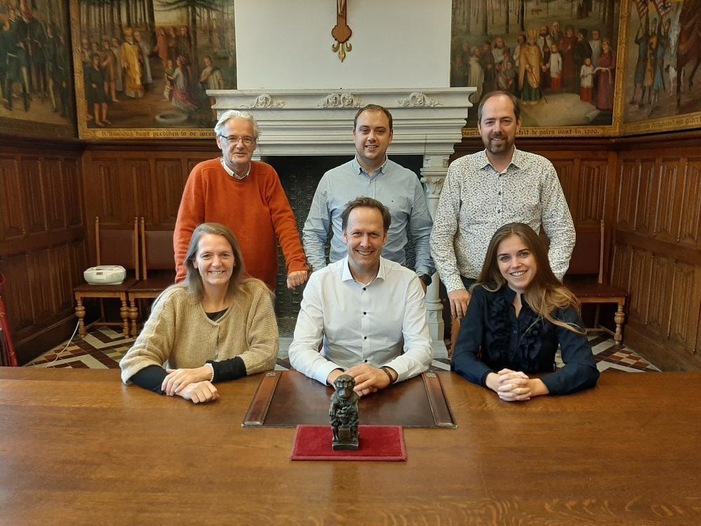 Burgemeester Jos Sypré met schepenen Patricia Waerniers, Jan Vanassche, Ruben Strobbe, Claudio Saelens, Vicky Reynaert stellen hun meerjarenplan voor.