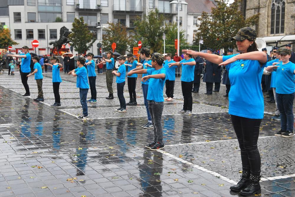 Leerlingen van Zonneburcht met de dansvoorstelling.