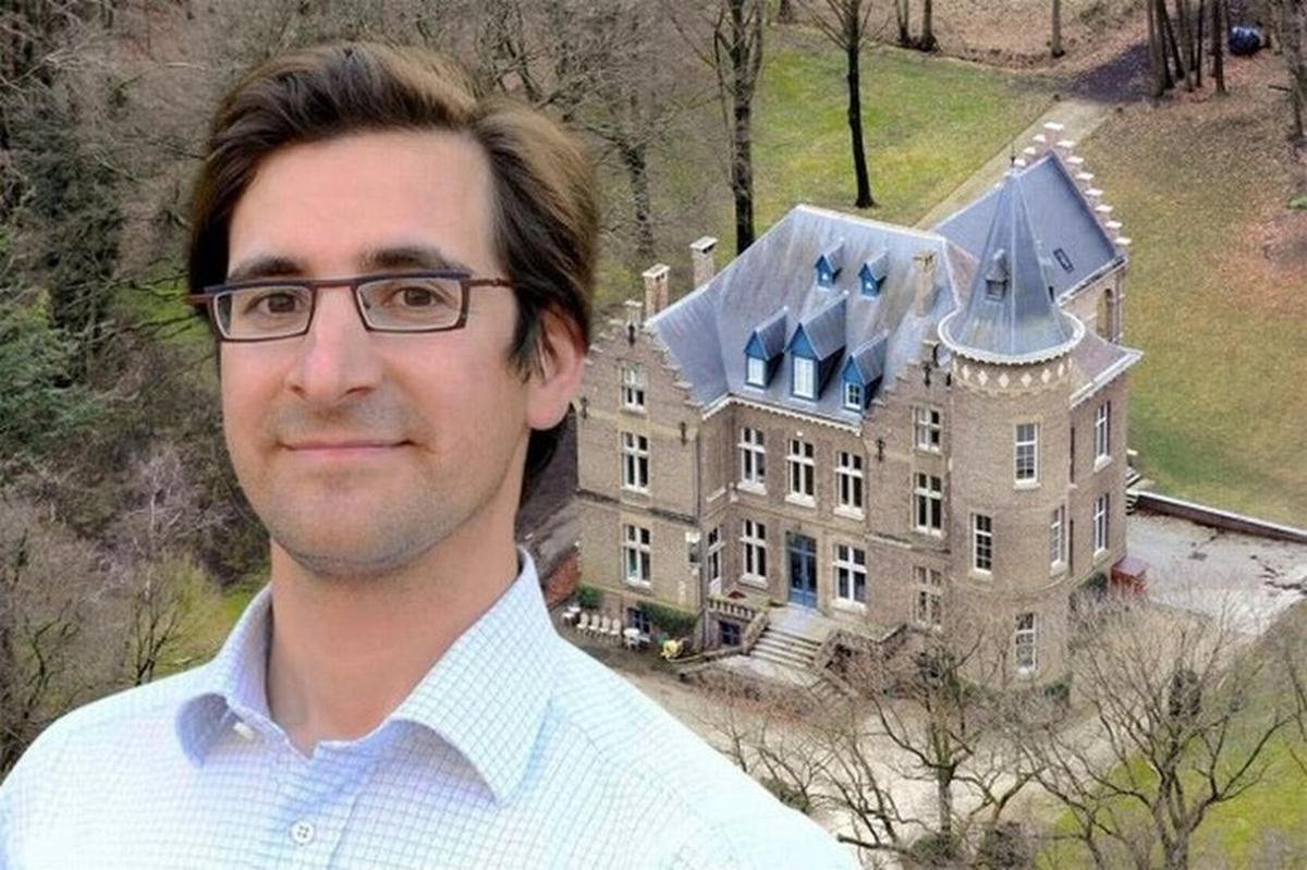 Stijn Saelens werd op 31 januari 2012 in opdracht van dokter Gyselbrecht brutaal vermoord in zijn kasteel.