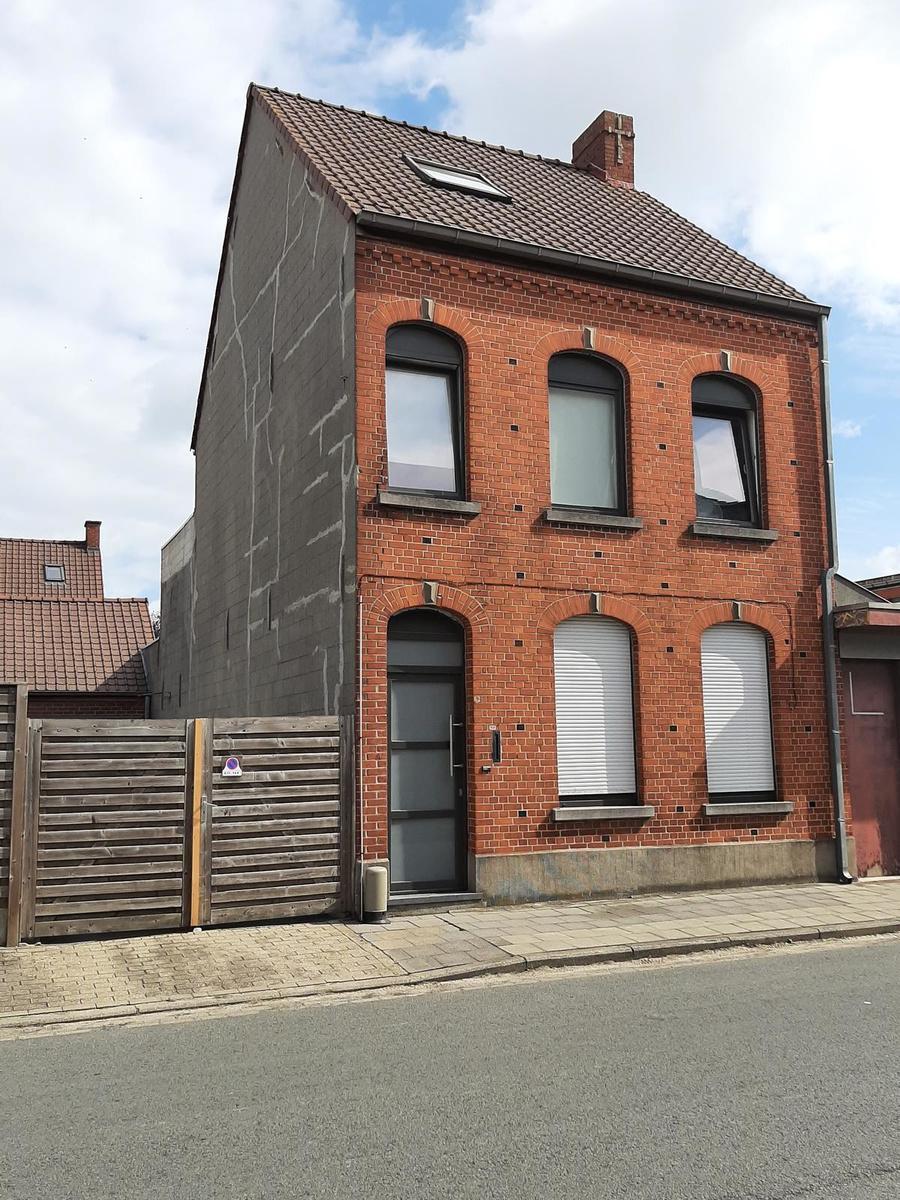 Het huis van Géry Muyle is helemaal opgeknapt en wordt nu bewoond door gastarbeiders. (LK)