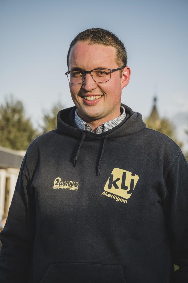 Dieter Louwagie werd vorig jaar op KLJ-kamp getroffen door een hartfalen. Een jaar en een ingeplante defribillator later gaat het gelukkig een stuk beter met de Alveringemnaar.